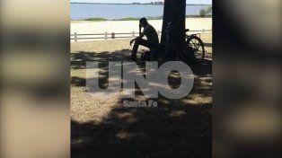 Escracharon a un hombre cuando se masturbaba en plena costanera santafesina