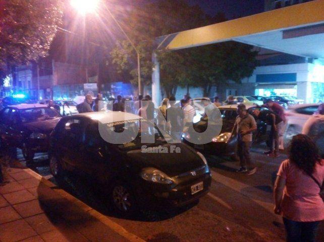 Continuarán durante la noche los cortes y protestas por el crimen del taxista