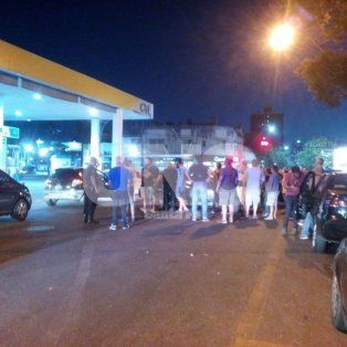 continuaran durante la noche los cortes y protestas por el crimen del taxista
