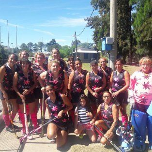 se define la competencia local de mamis hockey