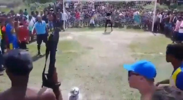 Pateó un penal definitorio presionado por un hincha con una ametralladora