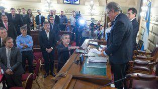 González juró y dijo que hay que buscar consenso por el Fondo de Obras Menores
