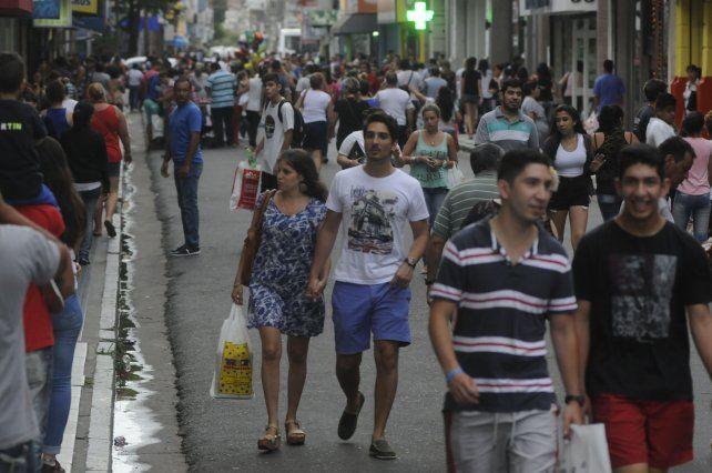 El comercio santafesino modifica sus horarios para lograr más ventas