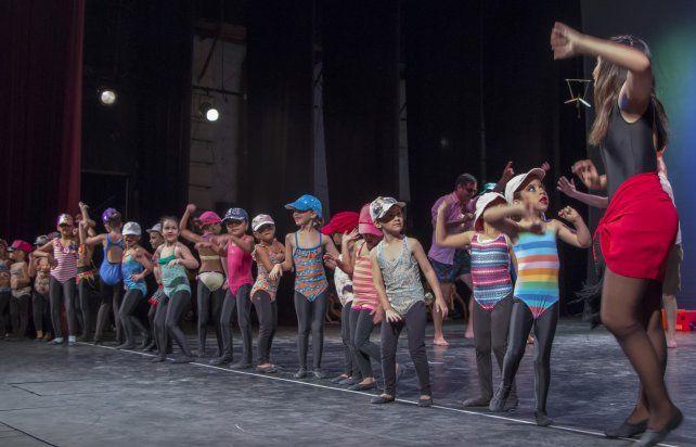 Las academias de danza cierran el año en el Teatro Municipal