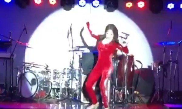 Mirá la caída de Fatima Florez del escenario cuando imitaba a Mariu Vidal