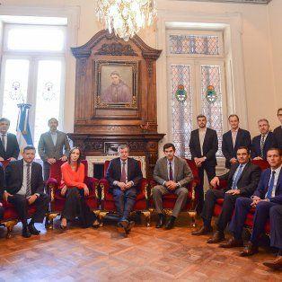 trece gobernadores siguen reunidos con marcos pena y rogelio frigerio en diputados