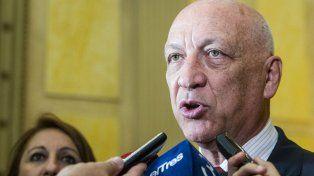 Para Bonfatti las decisiones del gobierno nacional son equivocadas y precipitadas