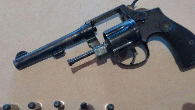 Llegó al Cullen accidentado y en un bolso le encontraron un revólver 38 cargado