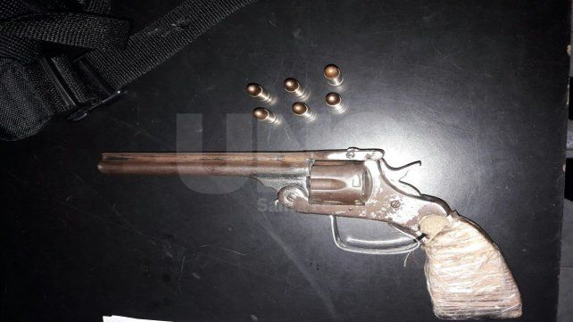 Resistió un control policial y terminó preso por portar un arma de guerra