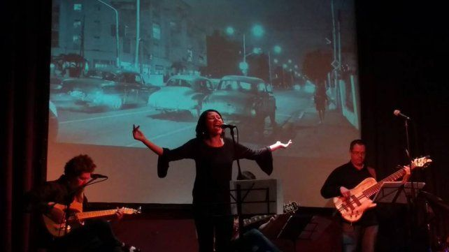 El Bolerazo durante su primer show en el Foro Cultural de la UNL