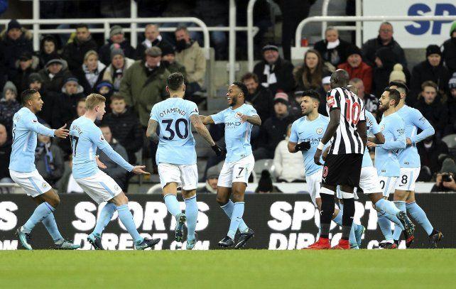 Manchester City estiró la ventaja en la Premier League