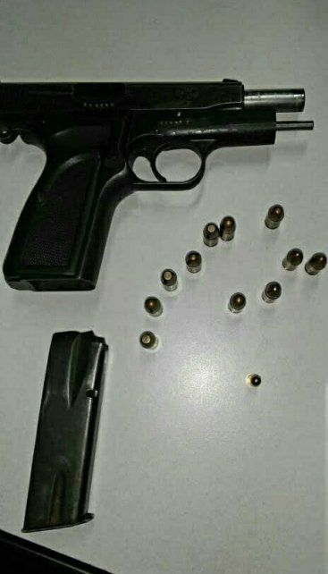 Cayó preso con un arma de guerra llena de balas frente al Ministerio de la Producción