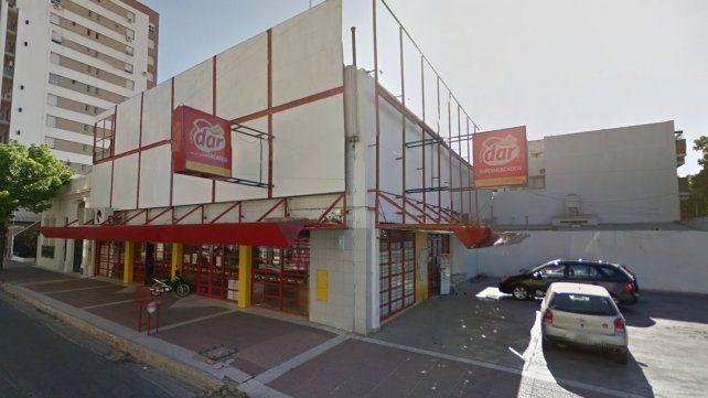 Durante los festejos de Año Nuevo entraron a robar un supermercado DAR