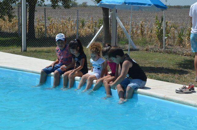 Inauguraron natatorios comunales y entregaron aportes en San Cristóbal