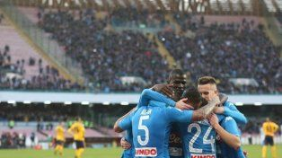 Napoli venció a Hellas Verona y se afirmó en la punta del Calcio