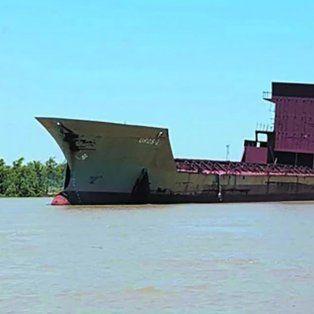 la increible historia del barco fantasma que esta a la deriva por el rio parana