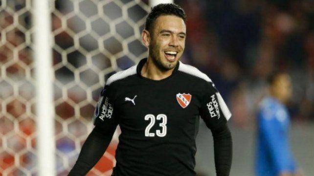 Cruza la vereda: Nery Domínguez se suma al Racing de Coudet
