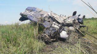 Cayó un avión fumigador y el piloto salvó su vida con una osada maniobra