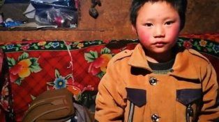 Conmueve al mundo la imagen de un niño que llega congelado al colegio