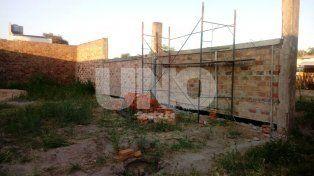 A pesar del vandalismo, la construcción del cuartel de bomberos voluntarios continúa