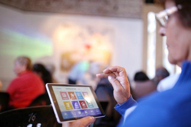 En febrero continúa la entrega de tablets a adultos mayores