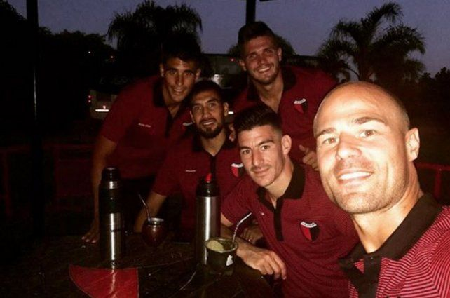 Así combaten el calor los jugadores de Colón en Paraná