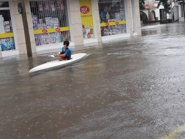 Coronda bajo el agua tras caer más de 150 milímetros en una hora y media