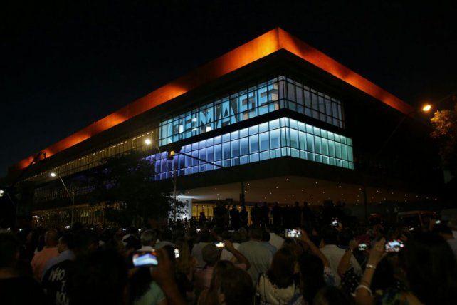 Así se vio el nuevo establecimiento de Salud la noche de su inauguración.