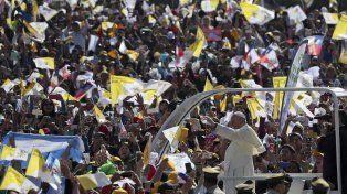 En Chile, Francisco invitó a participar activamente por la paz