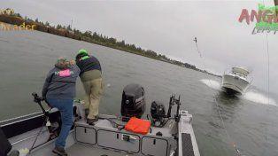 El impactante video que muestra como tres pescadores salvaron su vida de milagro