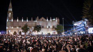 Más de 25 mil personas colmaron este viernes por la noche la Plaza Padre Edgardo Trucco para disfrutar de la primera velada del 30° Festival Folclórico de Guadalupe.