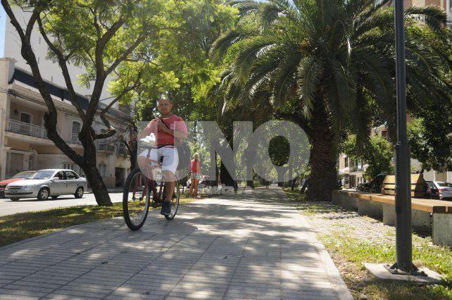 Las bicis no podrán circular más por el cantero central de Bulevar