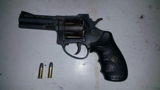 Tras un tiroteo, detuvieron a un hombre con un revólver 32 cargado en Villa del Parque