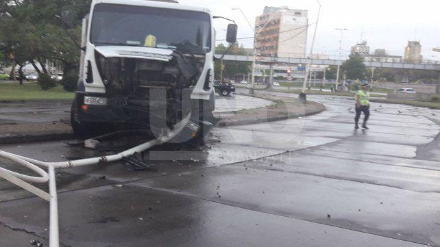 Se quedó sin frenos y chocó contra una columna en avenida Alem