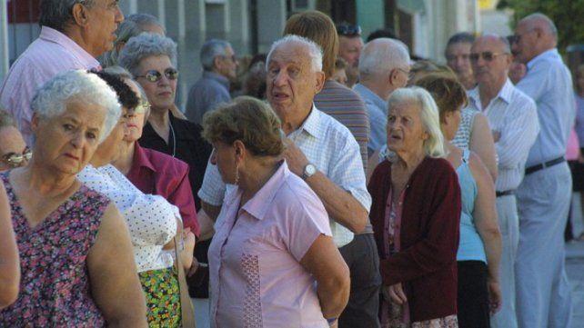 ¡Atención jubilados!: el Gobierno oficializó el aumento de 5,71% a partir de marzo