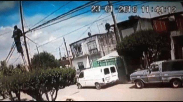 Un operario murió electrocutado en un poste de luz en Ituzaingó