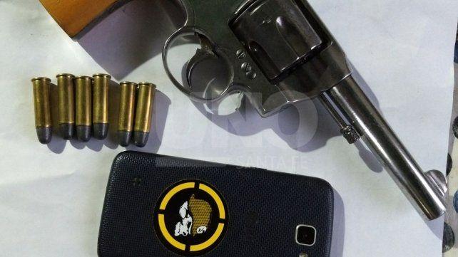 Cayeron dos violentos delincuentes con un arma de guerra cargada