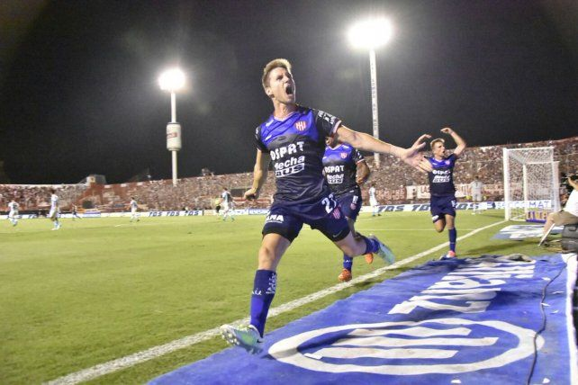 Unión le ganó muy bien a Racing y se afirmó en el tercer lugar de la Superliga