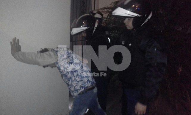 Detenido. El arácnido permanece detenido en el hospital José María Cullen tras caer de un tercer piso.