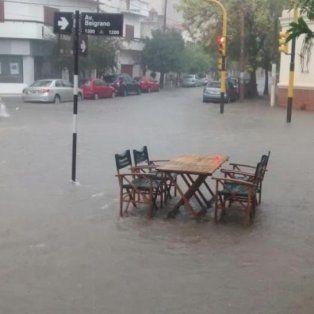 evacuan a 10.000 personas ante la crecida del rio pilcomayo