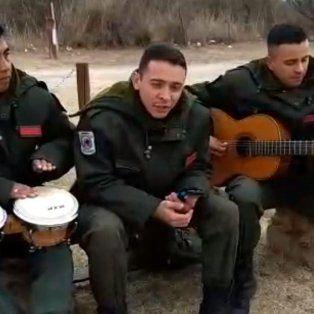 conoce a los gendarmes que la rompen cantando maluma