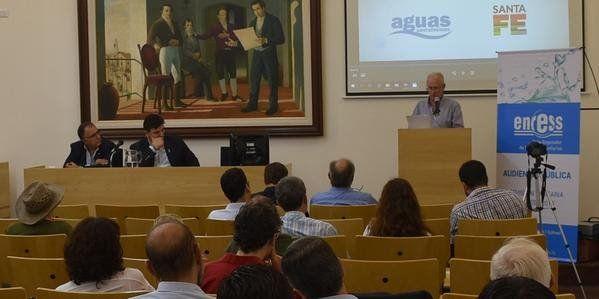 Exposición. Lamberto participó de la audiencia pública por el aumento del agua potable.