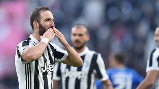 Triplete de Higuaín en la goleada de la Juventus