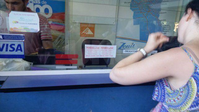 Prohíben llevar conservadoras, reposeras y cochecitos en los micros que van hacia la Costa Atlántica
