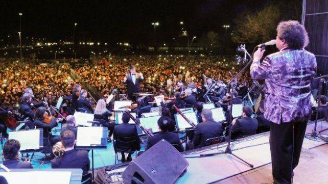 EN VIVO: Los Palmeras y la Filarmónica hacen bailar a Carlos Paz