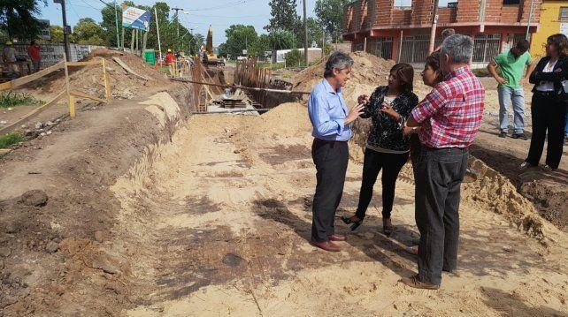 Presentan un 15% de avance las obras en el canal Roverano de Santo Tomé