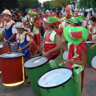 carnabarriales: el ritmo y el color coparan las calles de la ciudad