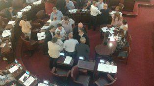 Rosca. Bonfatti, Mascheroni, Angelini, Galdeano y Galassi debatiendo sobre la reconsideración de la votación.