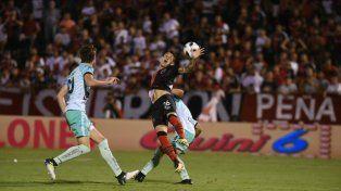 Con un gran cabezazo de Ortiz, Colón cortó la racha en Rosario frente a Newells