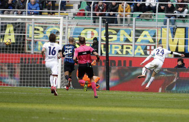 Palacio cumplió con la ley del ex, pero Inter amargó a Bologna